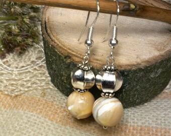 """Earrings nacre """"Pearl scattering""""/ stone earrings/ vintage style earrings/ small drop earrings/ earrings pearl/nacre"""