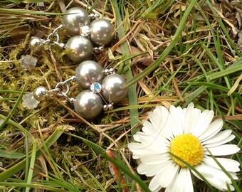 Minimalist stud earrings // bridal pearl earrings // crystal earrings
