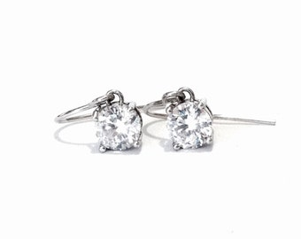 A Pair of Stunning 1CT Brilliant Cut cz Diamond Threader Earrings / Sterling Silver, 1.60 Grams #3937