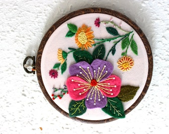 Embroidered Hoop Art , Embroidery Hoop Wall Decor, Wall Hanging, Flowers, Summer, Hand embroidered Wall Art, Light Pink