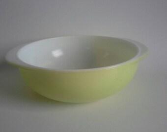 Pyrex Lime 2 Quart Round Casserole 024
