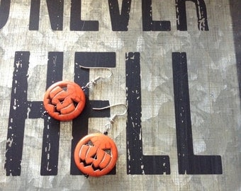 Perfectly Spooky Orange Pumpkin Jack O Lantern dangle Earrings. Get your scare on.