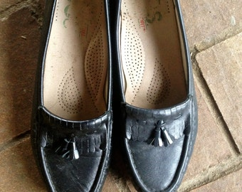 Vintage Black leather Loafers//Penny Loafers //Classic Fringe// Size 8