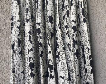 Black/white Leslie Fay midi skirt