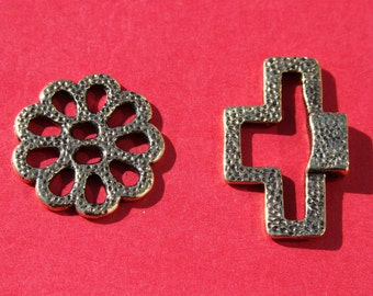 9/2 MADE IN EUROPE toggle clasp, hammered toggle clasp with flower, flower toggle clasp (X6045ABAG) qty 1
