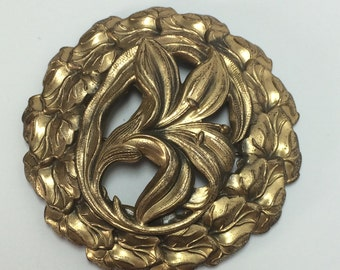 Vintage Large Gold Tone Repousse Flower Wreath Brooch Pin 9218