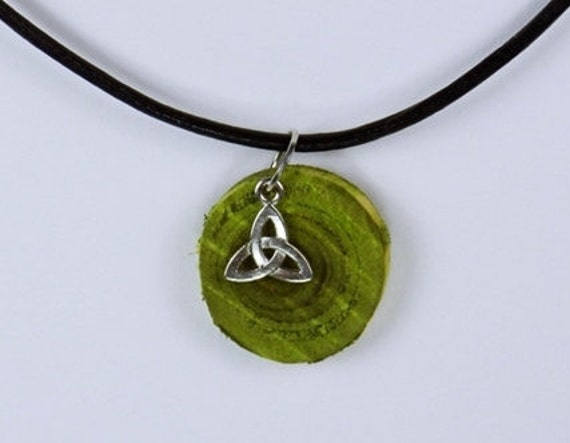 Necklace triskelion of green olive wood with silver-colored Celtic element on black leather strap-unique-Divine Trinity