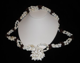 Hawaiian Nasa Shell Lei Necklace Nasa Shell and Koa Seed  c. 1950-70