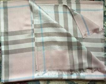 Beautiful plaid scarf/shawl. Size 70*28 in.