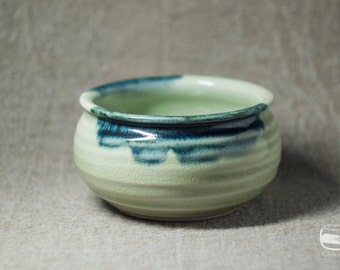 Kensui - a bowl for Japanese tea ceremony to waste the water made of white celadon *0186