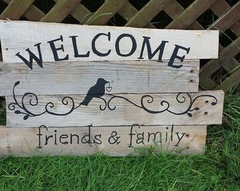 Primitive Crow Welcome Friends & Family Sign
