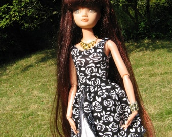 Barbie dress with rose petals in plain black white also suitable for Momoko and fashion royalty dolls