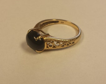 Vintage 10K Yellow Gold Ring With Onyx Cabochon