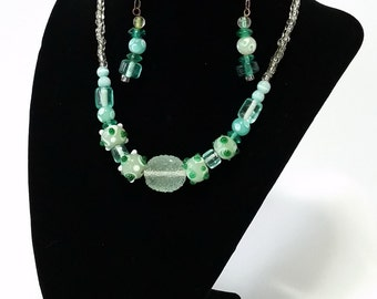 Green glass beads set (earrings + necklace)