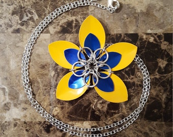 Scale Flower Necklace