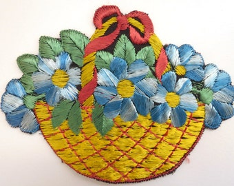 Applique, flower basket applique, 1930s vintage embroidered applique. Vintage floral patch, sewing supply. #642GC1K6