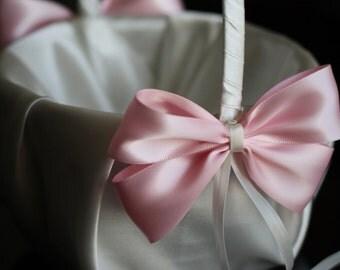 Ivory and Pink Wedding Basket \ Light Pink Flower Girl Basket \ Wedding Flowergirl Baslet \ Pink Wedding Accessories \ Basket for Wedding