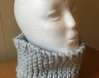 Blue hand-knitted snood