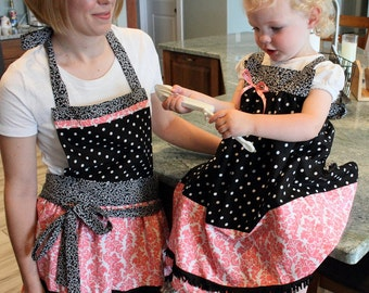 Mommy and Me Aprons - Retro Style Aprons - Vintage Look - Matching Aprons - Cooking Fun - Kitchen - Black and Pink - Damask and Polka Dot
