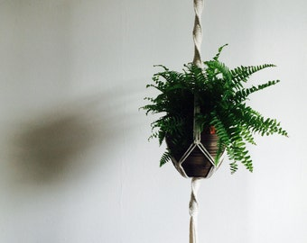 Macrame plant hanger, Plant hanger, Plant Holder, Plant display, Rope hanger, Hanging planter, Bohemian, Boho style, UK, TWISTY