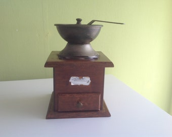 VINTAGE COFFEE GRINDER. Home decor. Kitchen material.