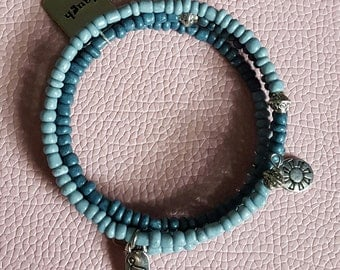 Memory wire bracelet fades from light blue to dark blue