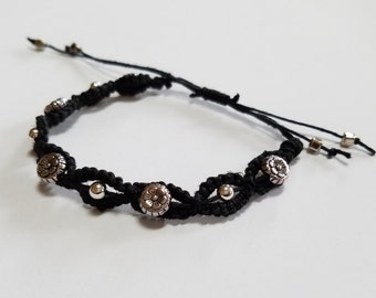 Adjustable beaded hemp bracelet