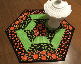 Halloween table mat, candle mat, quilted hexagon table mat,