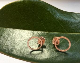 rose gold circle post earrings