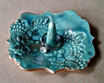 Ceramic ring holder malachite GREEN edged in gold 3 3/4 inches long