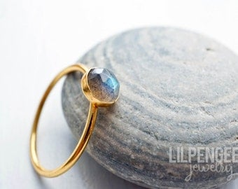 6mm faceted labradorite GOLD ring. stackable rings. gemstone ring dainty gold grey blue flash rose cut gem ring