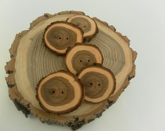 5 wooden buttons- Juniper, handmade buttons (5010)
