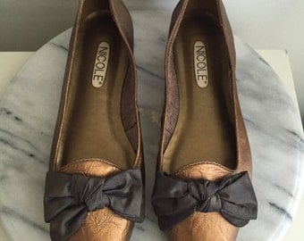 Tilda - Metallic Leather Bow Flats by Nicole. Size 8.5 - 8 1/2