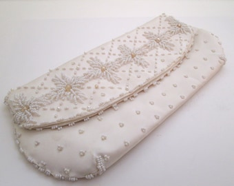 White Bead Clutch, Vintage White Bead bag, Bridal purse, envelope clutch, white purse, Wedding bag, evening bag, formal purse, pearl bag