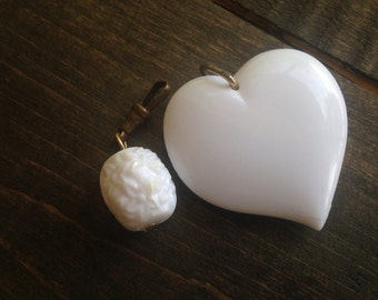 Vintage White Resin Heart Pendant Bead Lot Spring Pastel Decorative