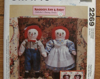 1999 McCalls pattern 2269 Collectors sewing series RAGGEDY ANN And ANDY and Carrying Case uncut