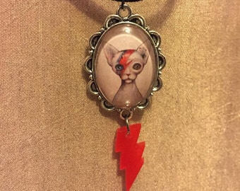CAT INSANE David Bowie tribute cameo red light bolt necklace