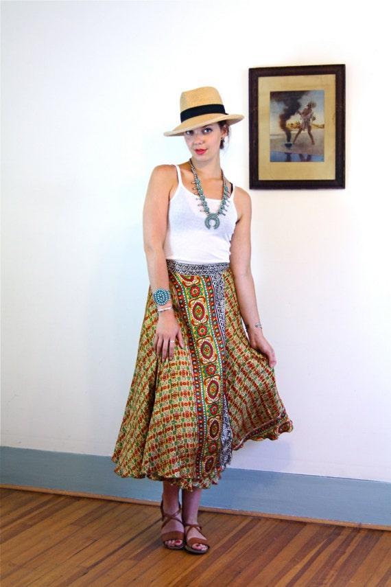 Vintage Indian Silk Gypsy Skirt/ 70s Long Sari Wrap Skirt/ Boho Ethnic Skirt/ Hippie Festival/ Yellow Red Paisley Pattern/ 1970s Wrap Skirt