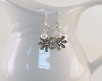 Sterling Silver Daisy Earrings - White Freshwater Pearl Earrings - Pearl Earrings - Small Earrings - Silver Earrings -Sterling Silver - E041