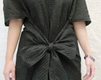 SALE 29 USD--B142--Cotton blouse with cute pleats and ribbon.