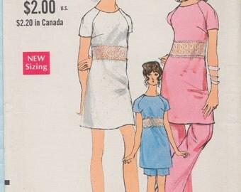 Vogue 7553 / Vintage 60s Sewing Pattern / Raglan Sleeve dress Tunic Top Pants Shorts / Size 14 Bust 36