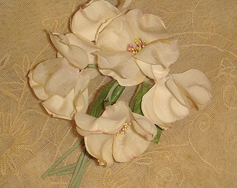 Vintage Flower Corsage / Cream White Millinery Flower Spray / Vintage Fabric Floral Bouquet / Hat Trim Dress Corsage Pin