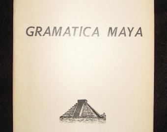 Gramatica Maya by M(auricio) Zavala