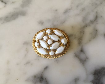 White and Gold Tone Round Brooch Pin