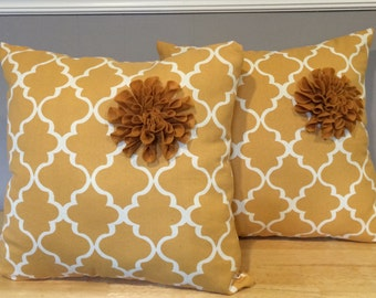 Set of two cotton pillows with felt flower, color mustard yellow and white