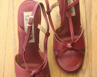 Vintage 70's Burgundy Leather Strappy Open Toe Wooden Heels by Cherokee of California, size 7