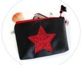 Pochette Rock Simili Cuir Noir Etoile Paillettes Rouges et Pompon