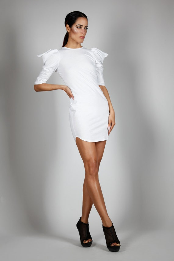 T shirt dress in white cotton sporty minimalist fashion for Sporty t shirt dress