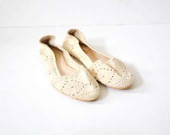 Vintage boho lace flats // summer flats /// cream shoes // off white crochet flats // summer knit shoes // size 6 // bohemian summer shoes