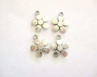 Daisy Charm, Flower Charms, Daisy Flower Charms, Pewter  Daisy Charms, Silver color Daisy FlowerCharms,Flowers, Gemsalad Jewelry